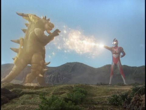 ウルトラミニマム光線で、キングバモスを元のサイズ(=バモちゃん)に戻すウルトラマンネオス
