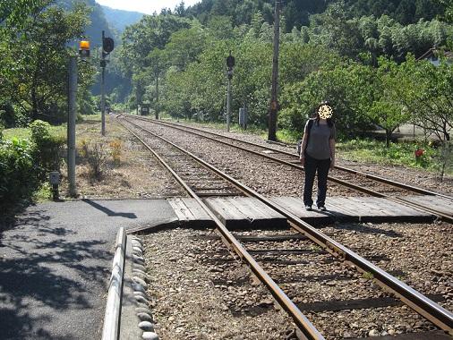 線路に寝っ転がっても大丈夫