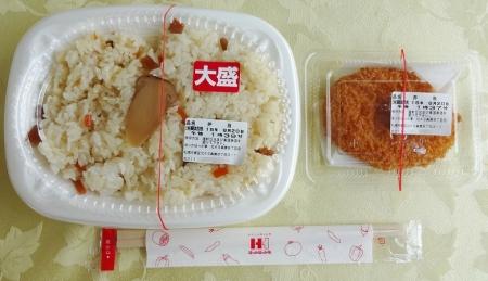 松茸ご飯 大盛り 300 円 + コロッケ 70 円