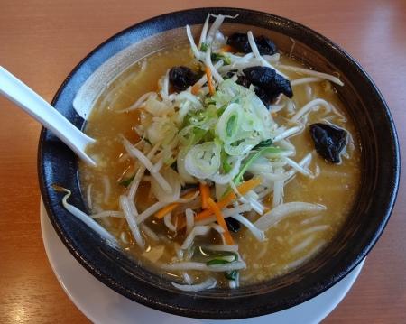 味噌野菜らーめん 637円