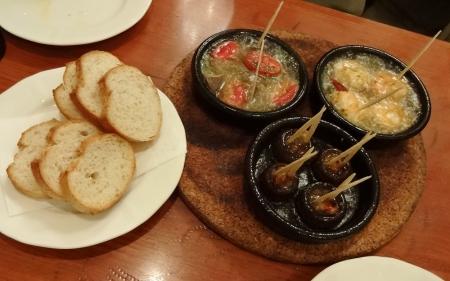 3種類の温製タパス と フランスパン