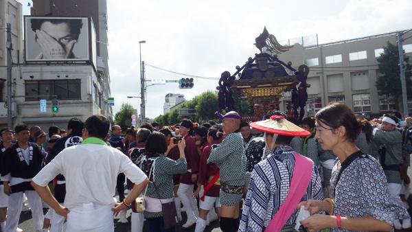 諏訪町交差点を行く神輿