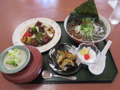 選べるランチ(酢豚、黒ゴマ坦々麺)