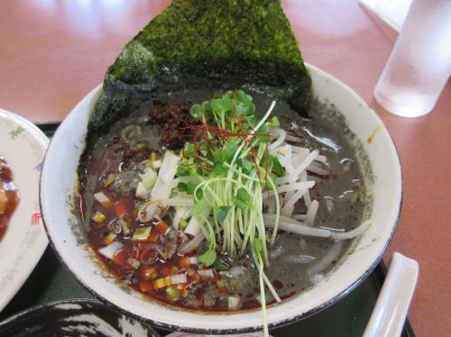 黒ごま坦々麺