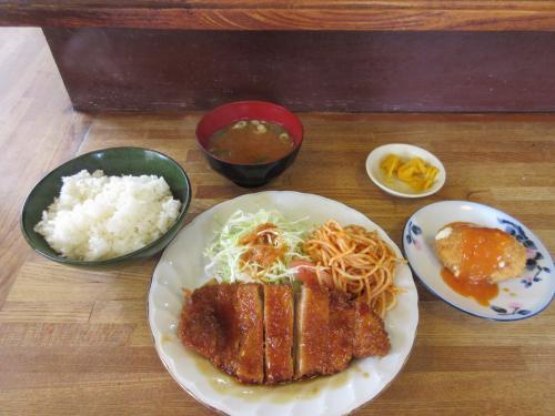 日替ランチ(ロースかつ煮)+ クリームコロッケ