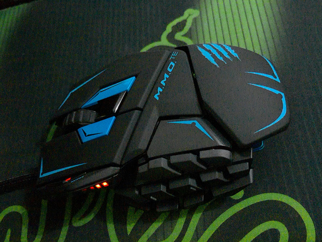 MMO_Gaming_Mouse_07.jpg