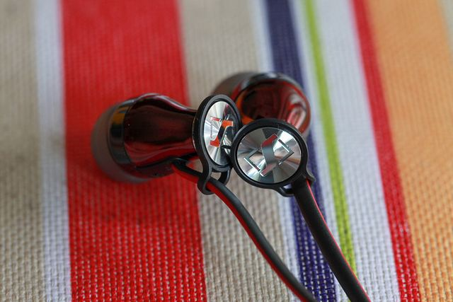 MOMENTUM_In-Ear_02.jpg