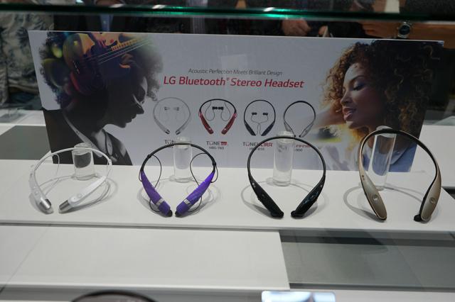 Neckband_Bluetooth_Earphones_01.jpg