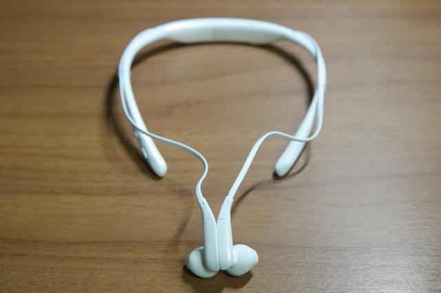 Neckband_Bluetooth_Earphones_05.jpg