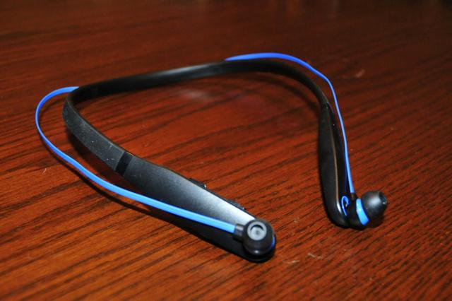 Neckband_Bluetooth_Earphones_09.jpg