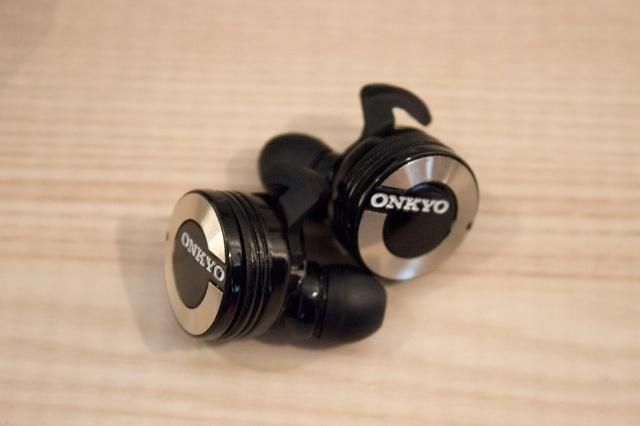 Onkyo_W800BT_01.jpg