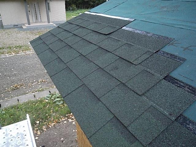屋根シングル仮置き