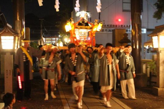 牛倉神社例大祭 神社に集まる