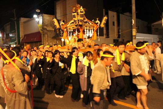 牛倉神社例大祭 女性