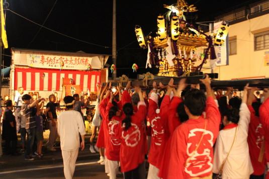 牛倉神社例大祭 太鼓の前