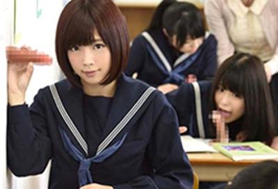 何故か壁や机からチンポが生えてくる進学校に、あの超美少女が転校してきた! 紗倉まな