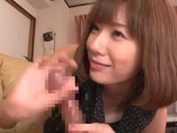 【麻美ゆま】AV鑑賞してる彼氏に嫉妬して亀頭責め手コキでテクニックを誇示する彼女