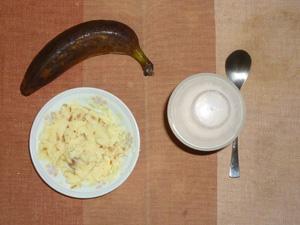 プロテインダイエット(いちごみるく味),玉葱入りマッシュポテト,バナナ