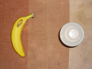 ダイエットプロテイン(イチゴ味),バナナ