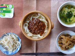 担々うどん,もやしのおひたし,キャベツと玉葱の炒め物,ほうれん草入り中華スープ,ヨーグルト