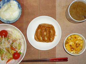 アップルパイ,サラダ(キャベツ、レタス、大根、トマト),玉葱入りスクランブルエッグ,オリゴ糖入りヨーグルト,コーヒー