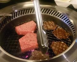 分厚く切られた肉