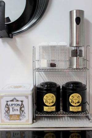 コンロまわり 紅茶缶 (2)