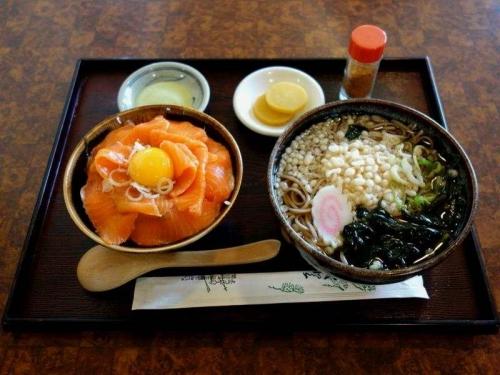 サーモン丼セット