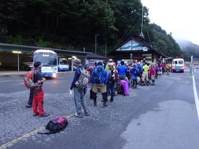9月26日 バス行列@仙流荘