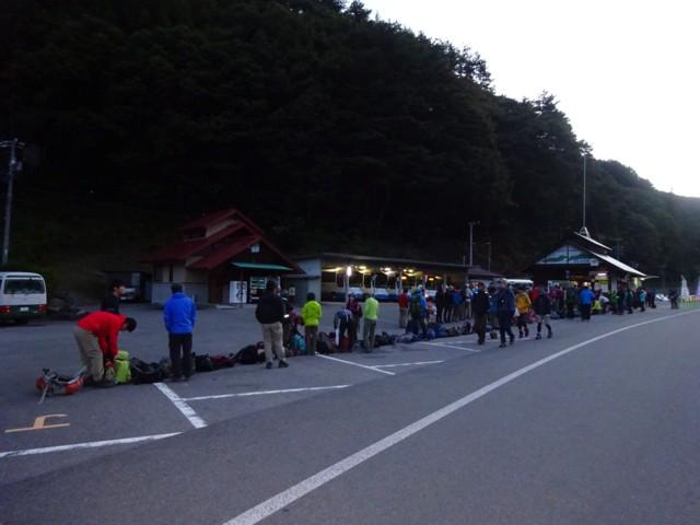 10月4日 朝5時半のバス乗り場