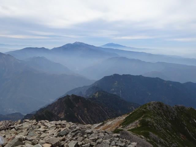 10月10日 左,乗鞍岳.右,御嶽山