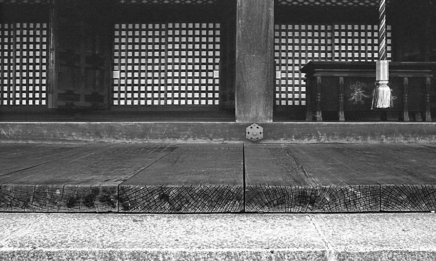 モノクロ(三十三間堂)01a