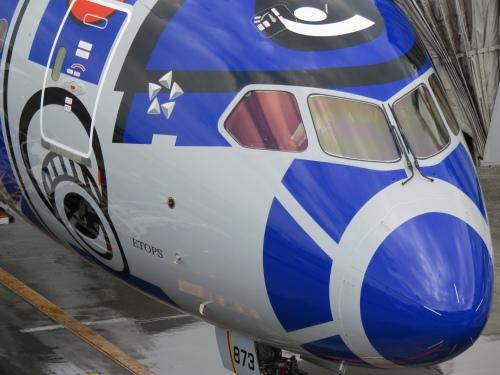 スター・ウォーズキャラクターの特別塗装機第一号「R2-D2 ANA JET」