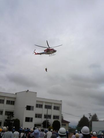 H27市相貌防災訓練ヘリによる引き上げ救助訓練