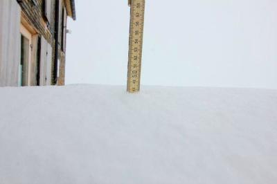 12049383_1728260430730384_Zillertalerアルペン(2388メートル)で積雪50センチ
