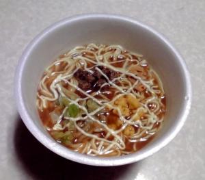 一平ちゃん 大盛 マヨラーメン ガーリック豚骨醤油味(できあがり)
