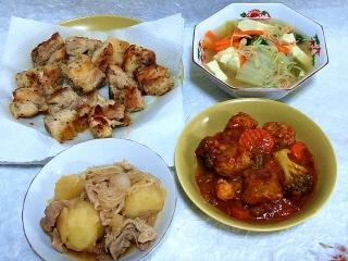 150922_3475鶏モモの唐揚げ・野菜、シーフードとビーフンのスープ・肉じゃが・鶏団子のミートソース煮こみVGA