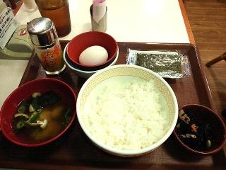 151001_3511「すき家」の「たまごかけごはん朝食」220円VGA