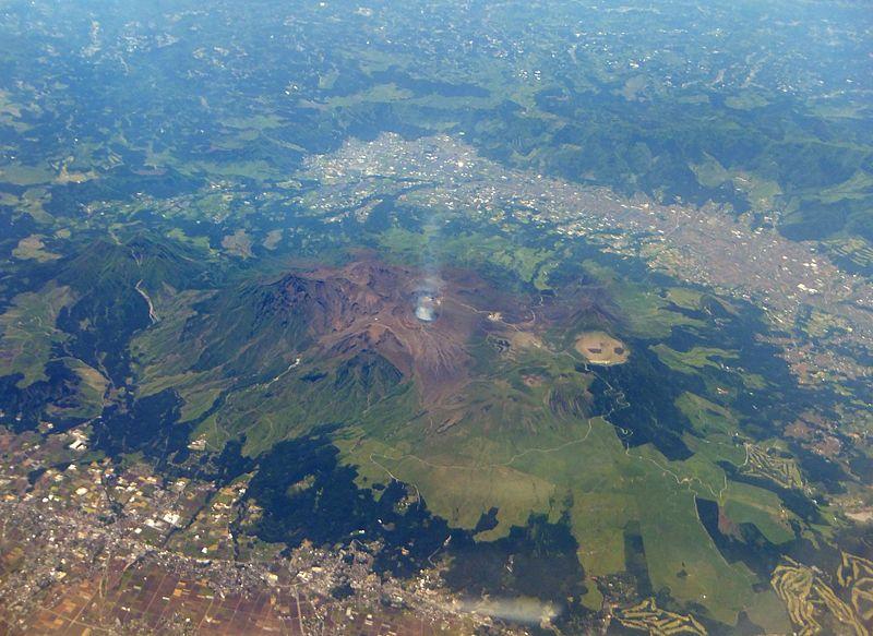 阿蘇山で小規模噴火相次ぐ、噴煙1600メートル…蔵王山では人工地震を発生させ、噴火予測を