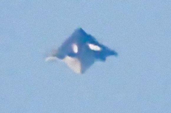 【UFO】ブラジル上空に不可思議な物体が出現…まるでエヴァンゲリオンに出てくる使徒ラミエルのような形