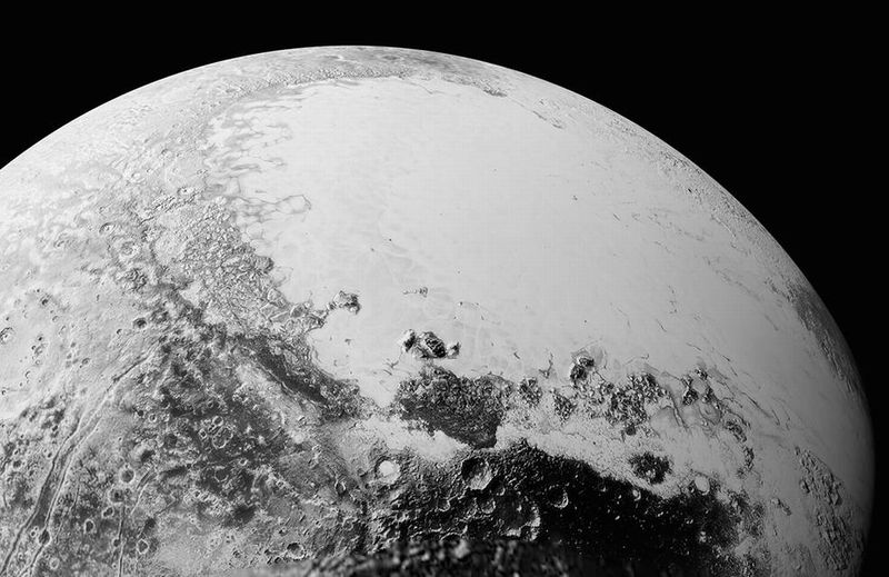 【NASA】山がそびえ、氷の平原、砂丘やクレーターなど多様な地形が映る…冥王星の画像を公開