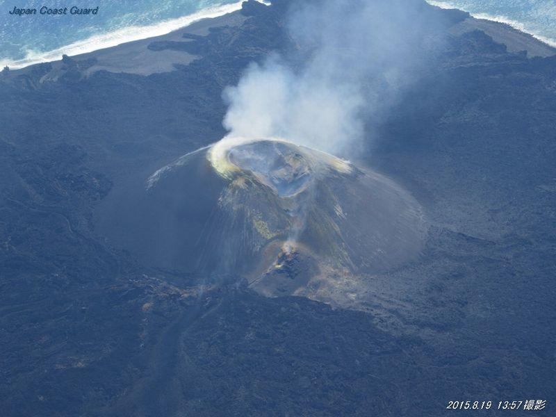 【西之島】白い噴煙を上げ、噴火継続を確認