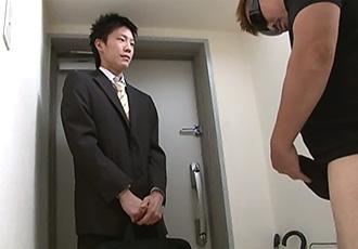 ゲイ動画:スーツの下はフル勃起がっつりケツ !!