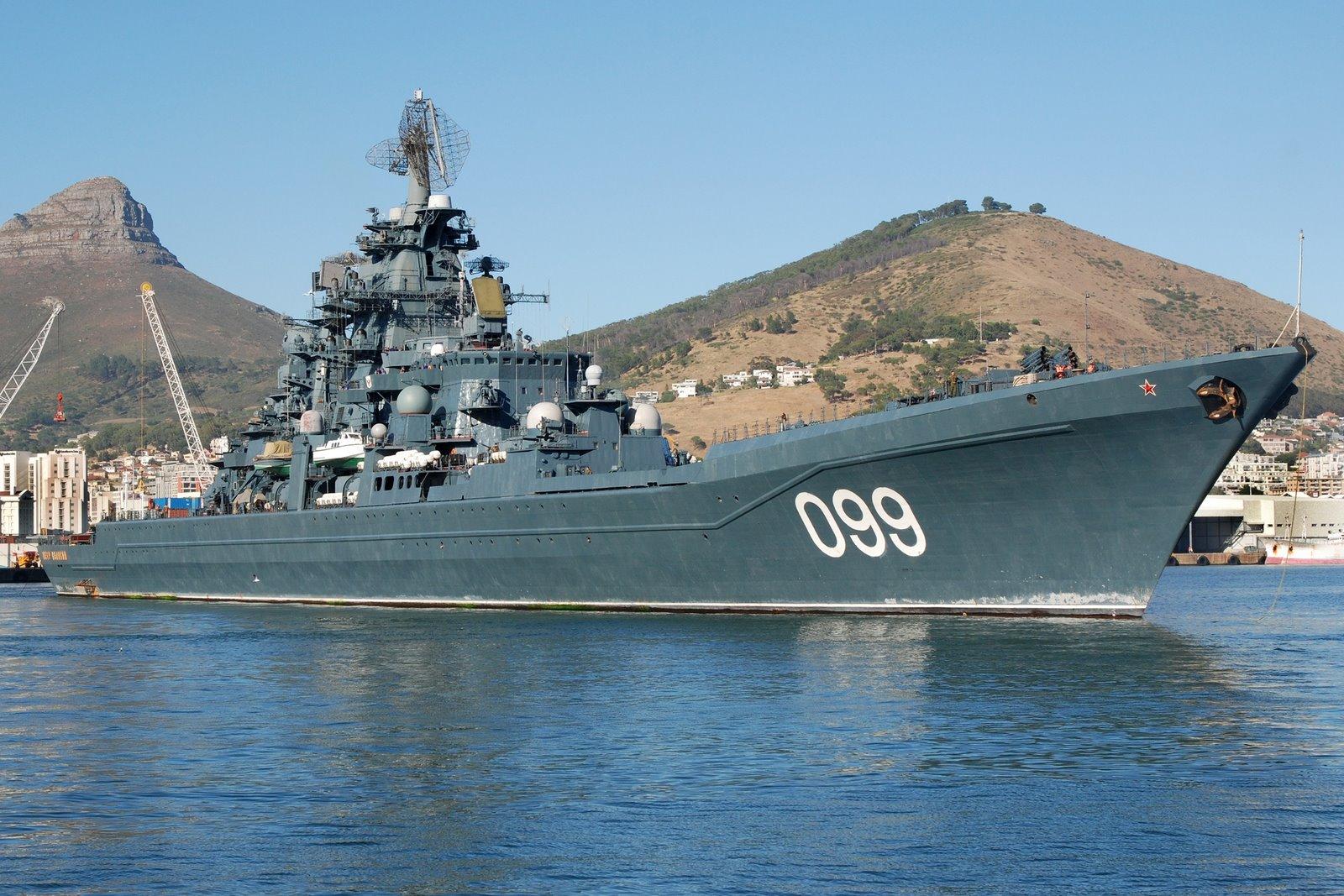 ロシア海軍の重原子力ロケット巡洋艦ピョートル・ヴェリキーは浮き ...