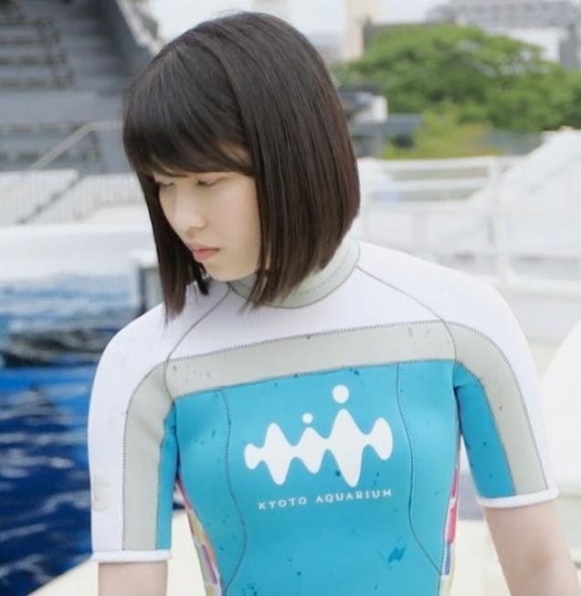 横山由依 ウェットスーツ姿がかえってエロいキャプ画像(エロ・アイコラ画像)