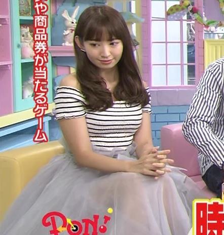 小嶋陽菜 おっぱいが強調しすぎてる衣装キャプ画像(エロ・アイコラ画像)