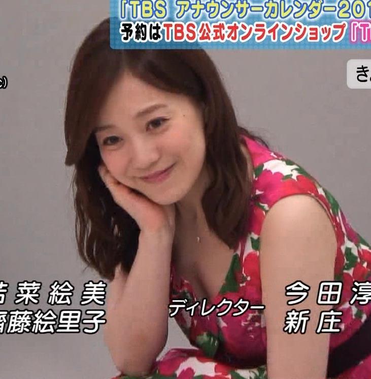 江藤愛 谷間露出カレンダー撮影キャプ画像(エロ・アイコラ画像)