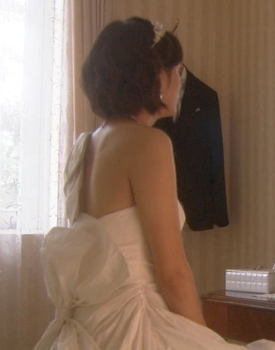 本田翼 ウェディングドレスで露出が多いが胸がないキャプ画像(エロ・アイコラ画像)