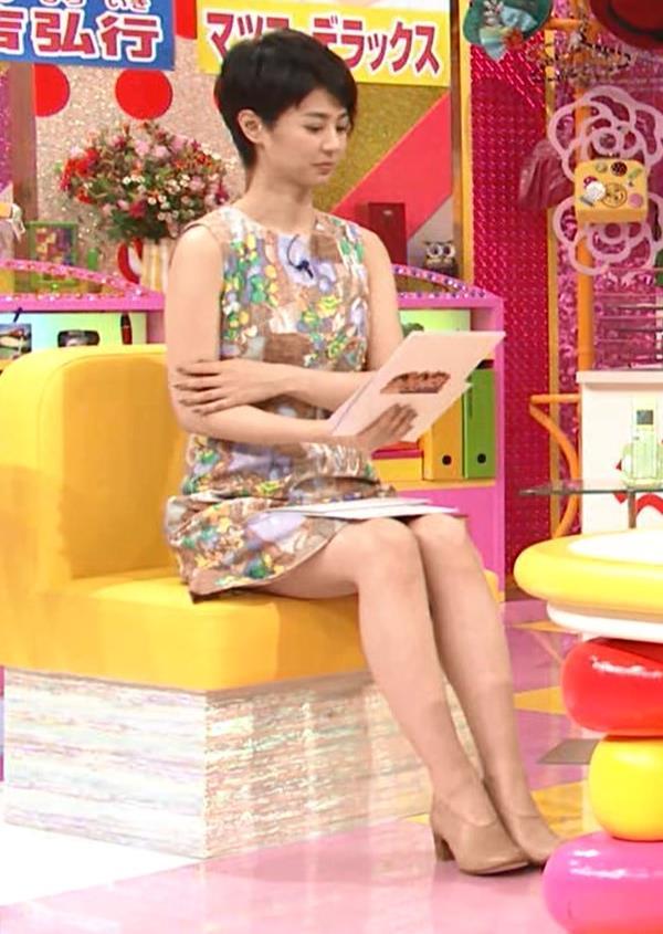 夏目三久 スカートが短すぎて座ると太ももが見えすぎキャプ画像(エロ・アイコラ画像)