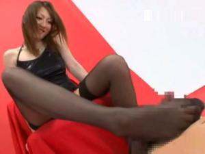 美脚お姉さんのエッチな足コキで黒ストッキングに白濁ザーメンを大量発射